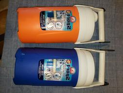 PAIR OF IGLOO 1/2 GALLON INSULATED SPORT JUG COOLERS W/CHAIN